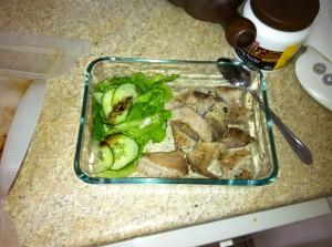 お弁当 ボークソテーとバルサミコドレッシングのサラダ