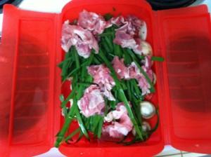 ジャイアントルクエでまず野菜とお肉を蒸す