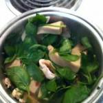 高野豆腐とほうれん草とマッシュルームの煮物