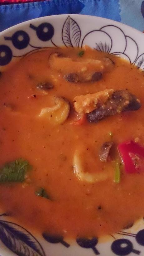 海鮮ココナッツトマトクリームスープ