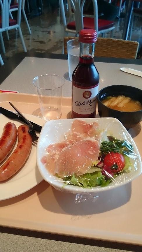 成田空港で糖質制限中。