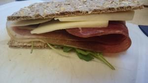 wasa クラッカーでサンドイッチ